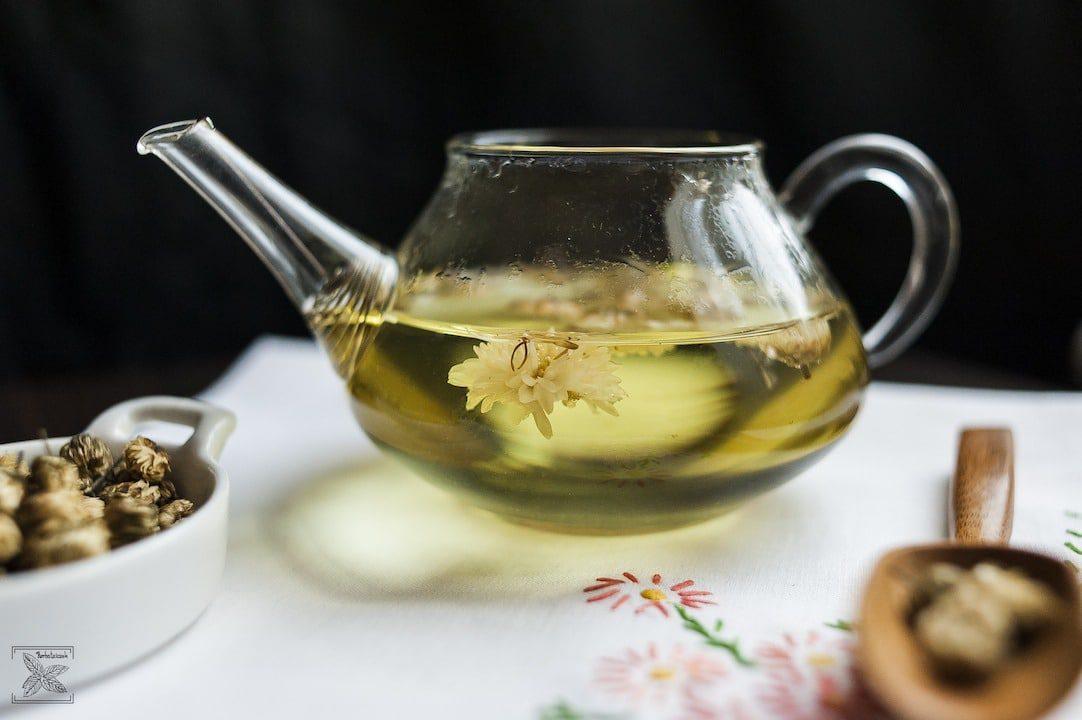 Herbata ze złocienia: Napar złocieniowy ma jasnożółty kolor i kwiatowy aromat