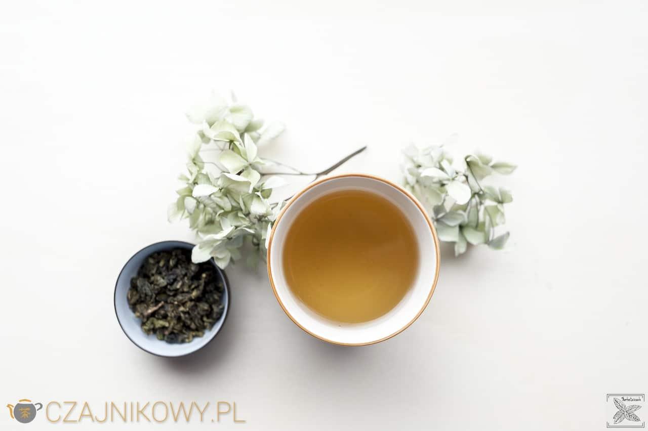 Herbata Mleczny Oolong: herbata zaparzona w kubku