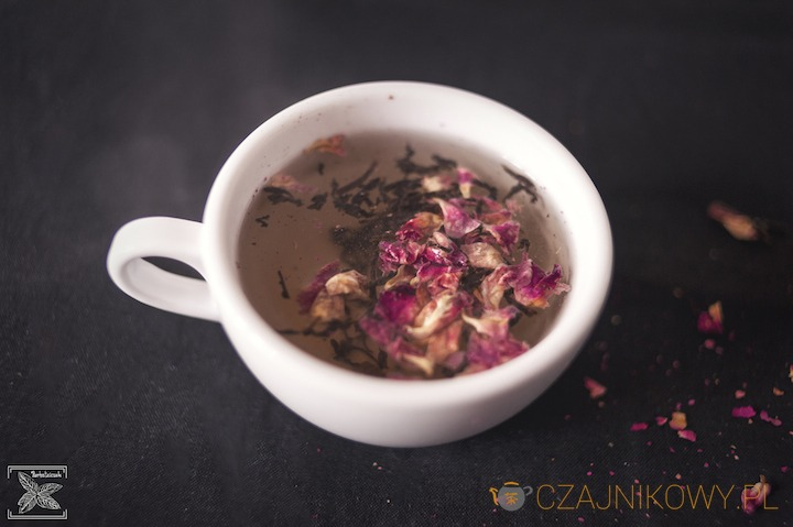 Parzenie herbaty czarnej Różane Ogrody
