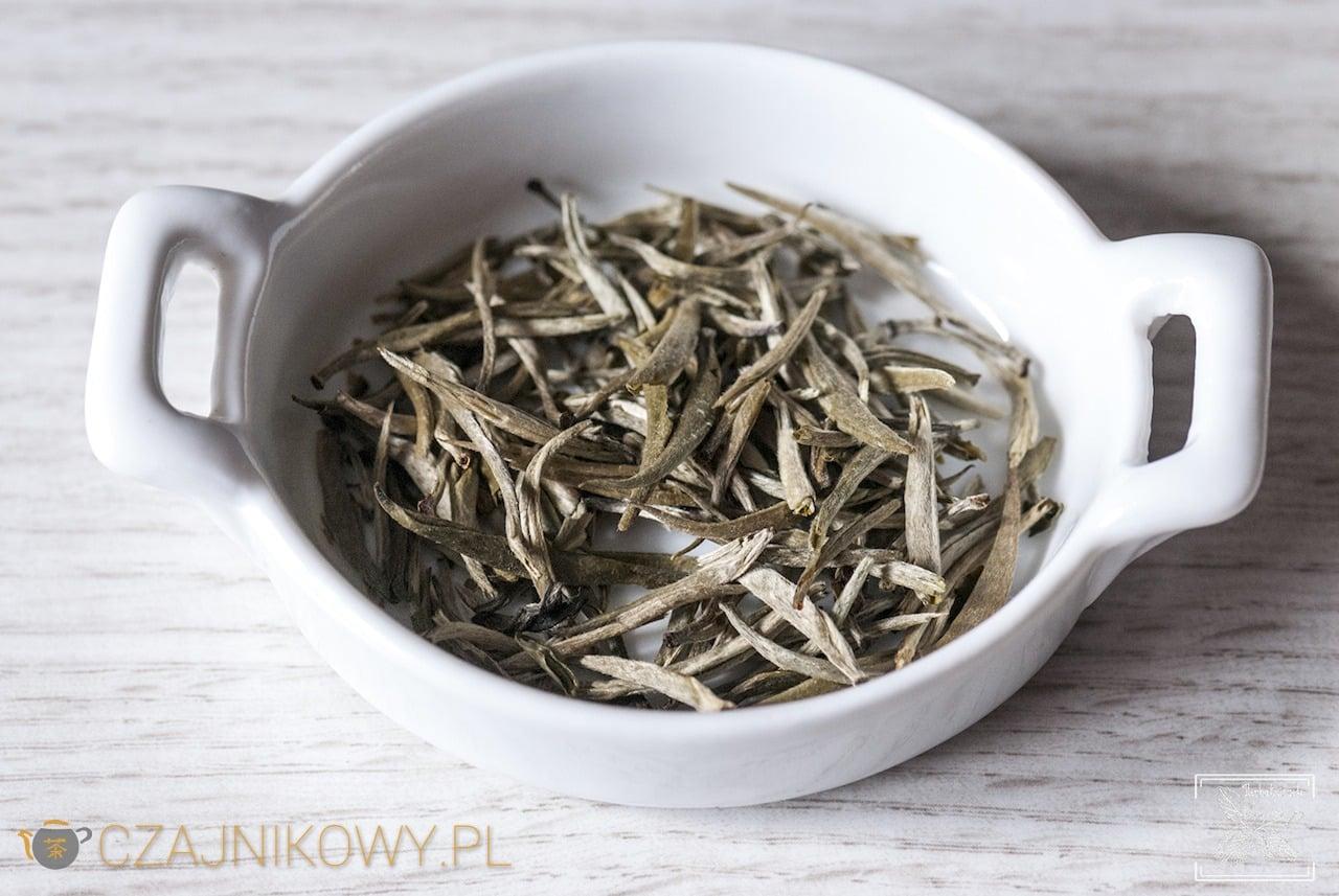 Herbata biała Yin Zhen parzona na zimno i klasycznie