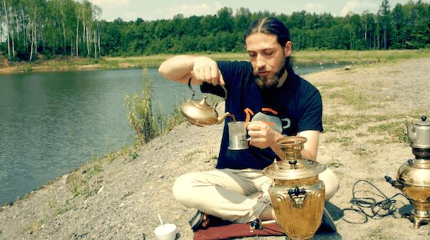 Herbata z samowara, herbata po rosyjsku, samowar. W samowarze po rosyjsku