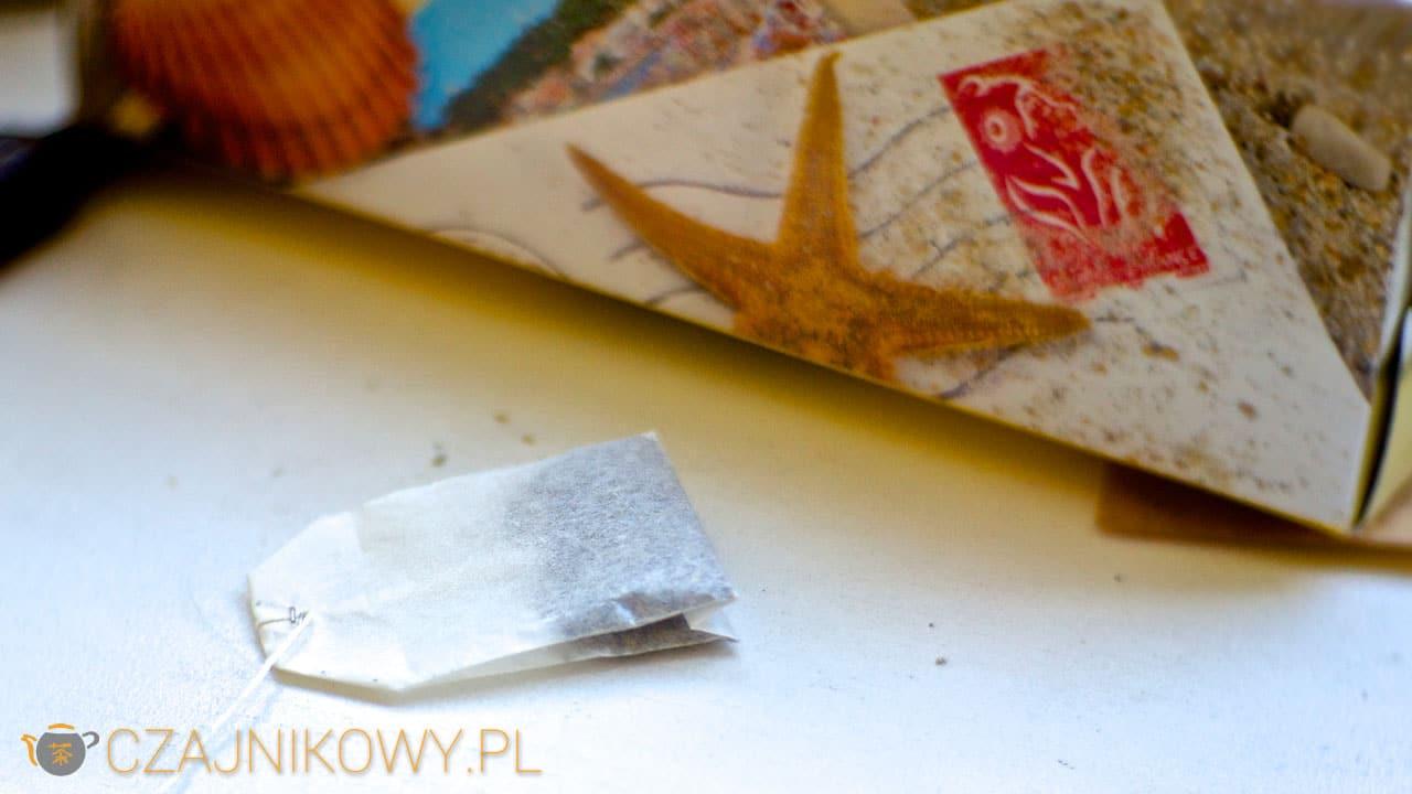 Czym różni się herbata liściasta od ekspresowej?