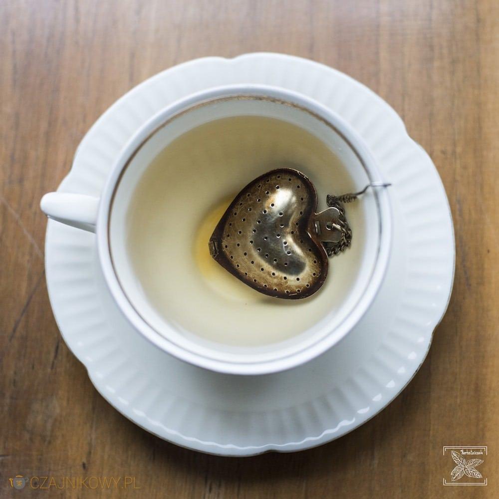 Parzenie czarnej herbaty Keemun Mao Feng