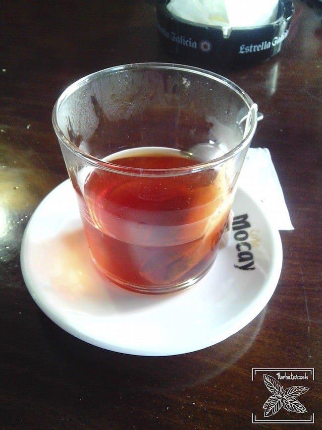 Czasem zdarza się otrzymać tak zaparzoną herbatę