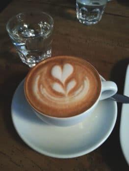 "Cappuccino z kawiarni ""Henrici"" w Zurychu"