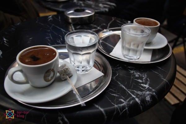 Herbata w Turcji: kawa w tureckiej kawiarni