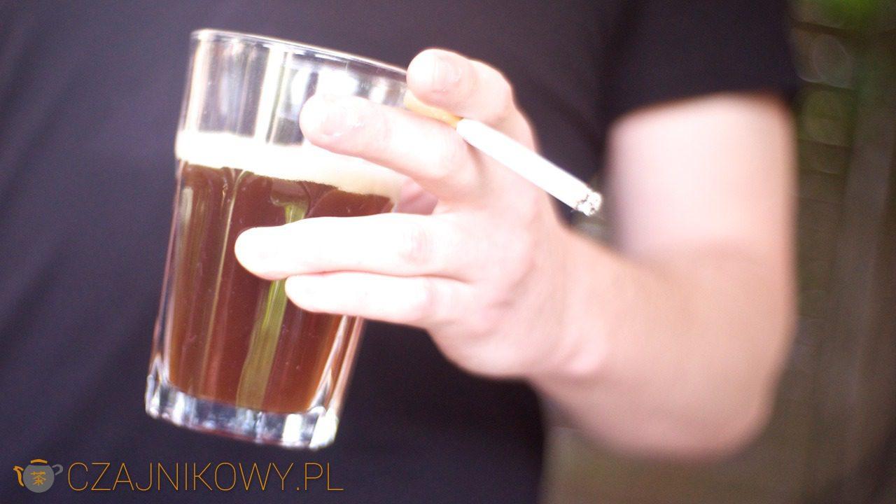 Herbata a palenie papierosów. Zielona herbata dla palaczy tytoniu