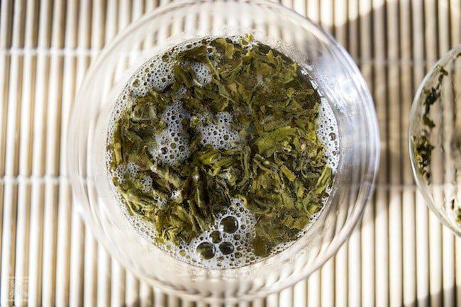 Parzenie zielonej herbaty Milky Mao Feng