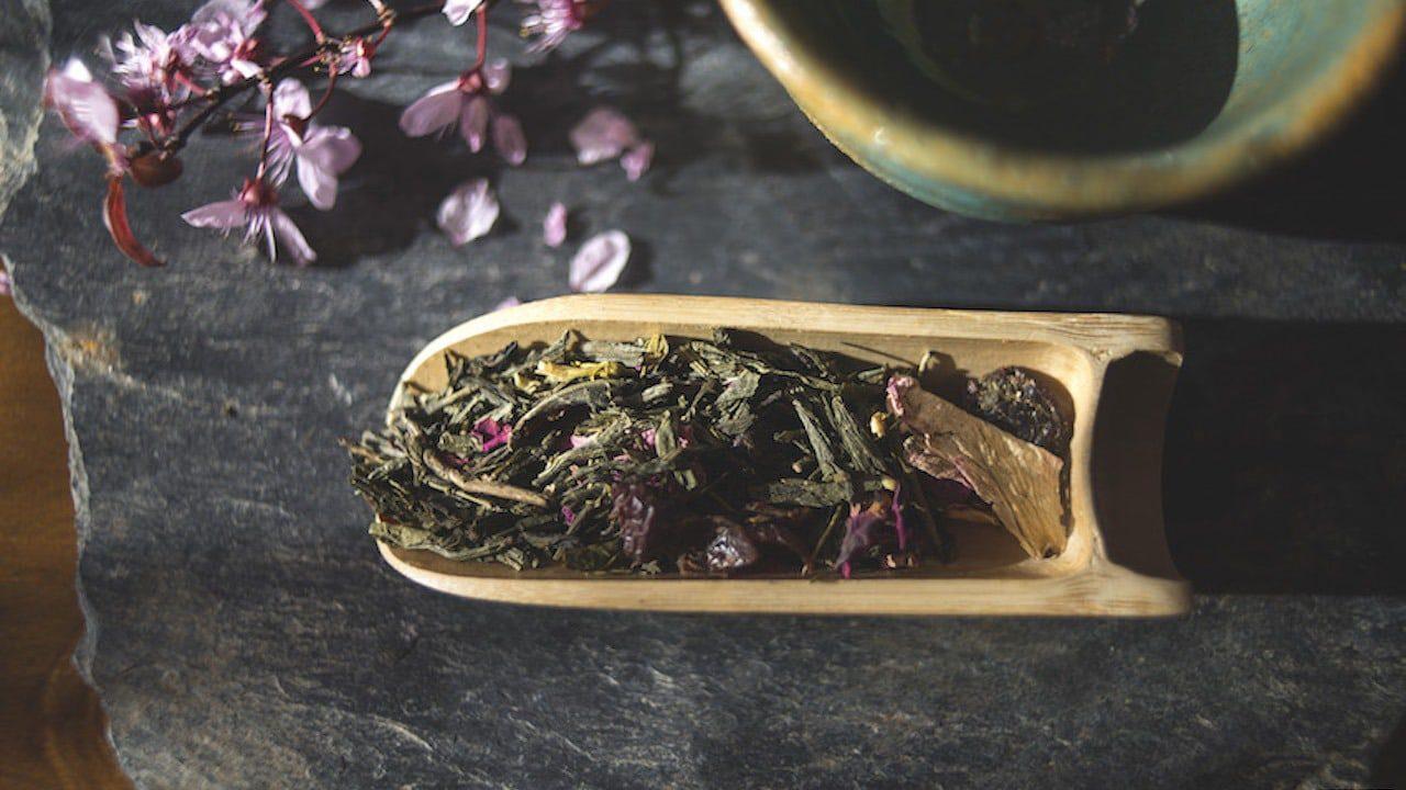 Zielona aromatyzowana herbata Sakura