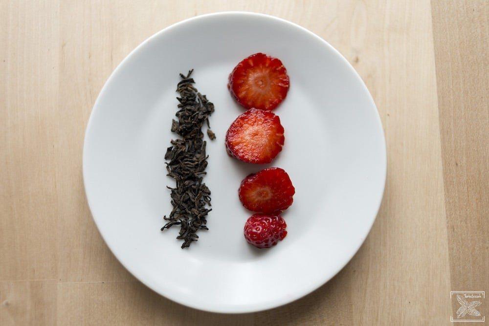 Jak dodać herbacie smaku? Czerwona herbata i truskawki