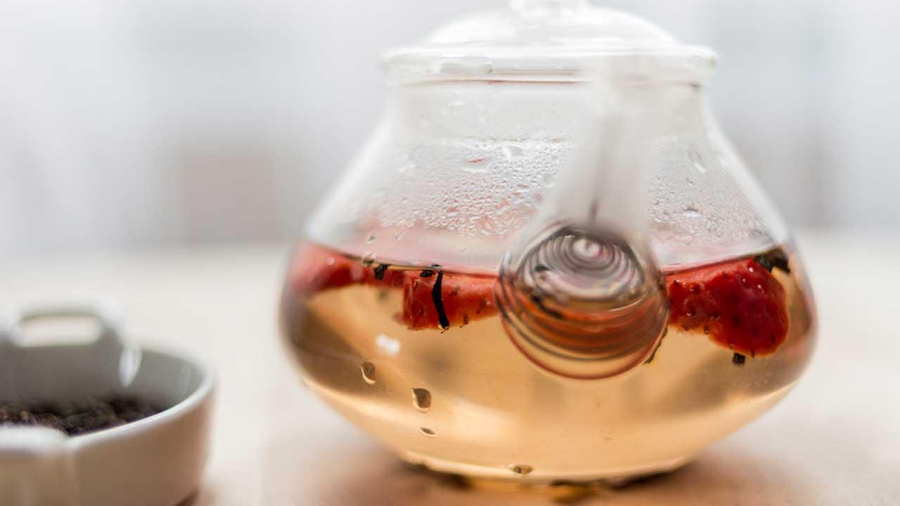 Jak dodać herbacie smaku? Aromatyzowanie czerwonej herbaty pu-erh