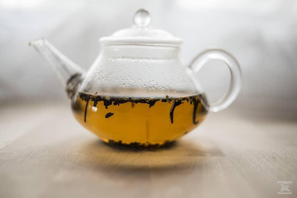 Parzenie czerwonej herbaty Pu-erh Fitness