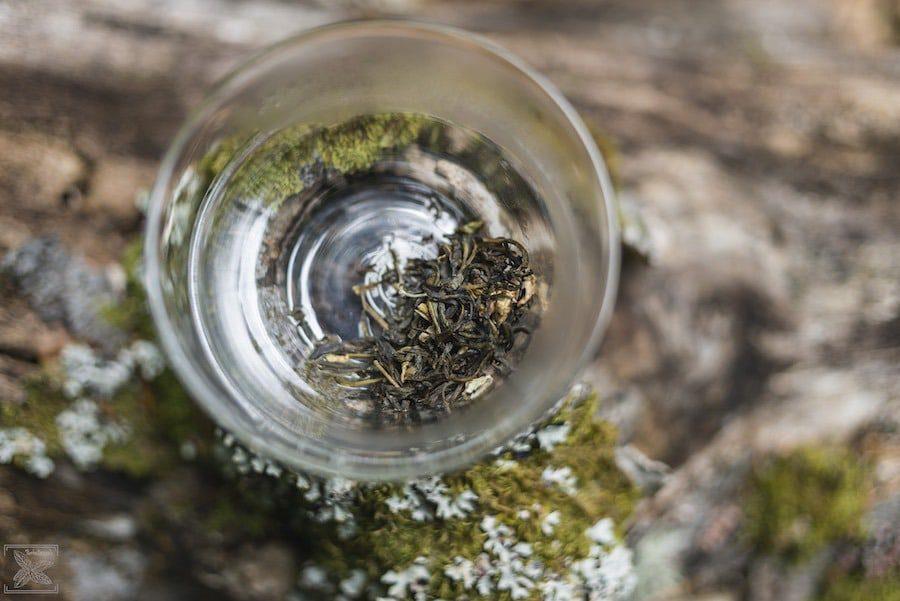 Odprężająca herbata jaśminowa z kwiatami: przygotowanie do parzenia