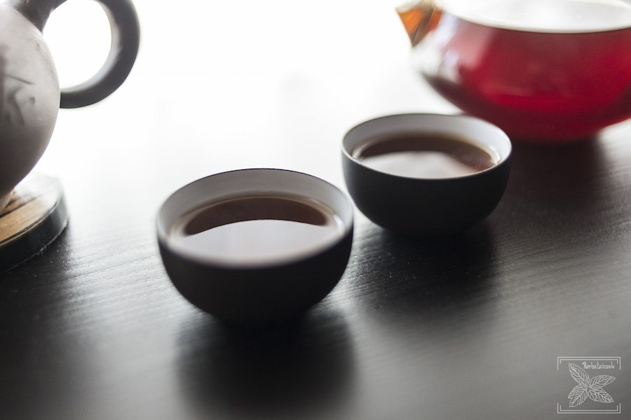 Czerwona herbata pu-erh mini toucha: zaparzona czerwona herbata