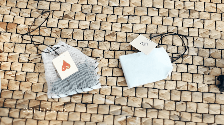 Jak zrobić herbatę ekspresową w torebkach idealną na biwak i prezent: gotowe torebki domowej roboty