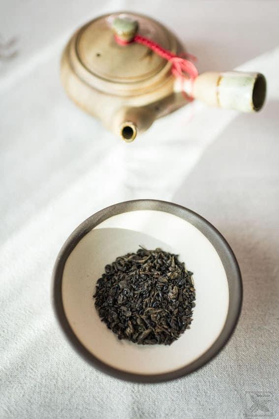 Czarna herbata Gunpowder black, parzenie herbaty i liście
