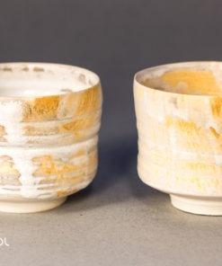 Dwie czarki do herbaty kremowe porcelana ceramika artystyczna