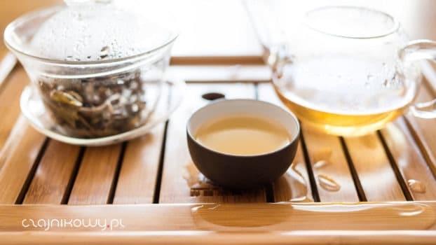 Źółta herbata Kekecha - parzenie na ciepło i na zimno