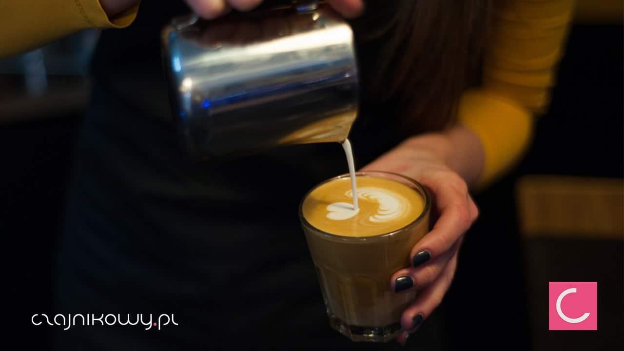 Dlaczego kawa jest kwaśna? Kawy o niskiej kwasowości - dodać mleko?