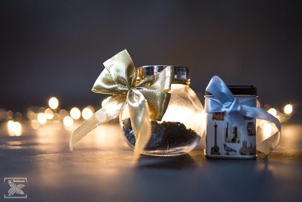 Przygotowana herbata świąteczna w puszkach