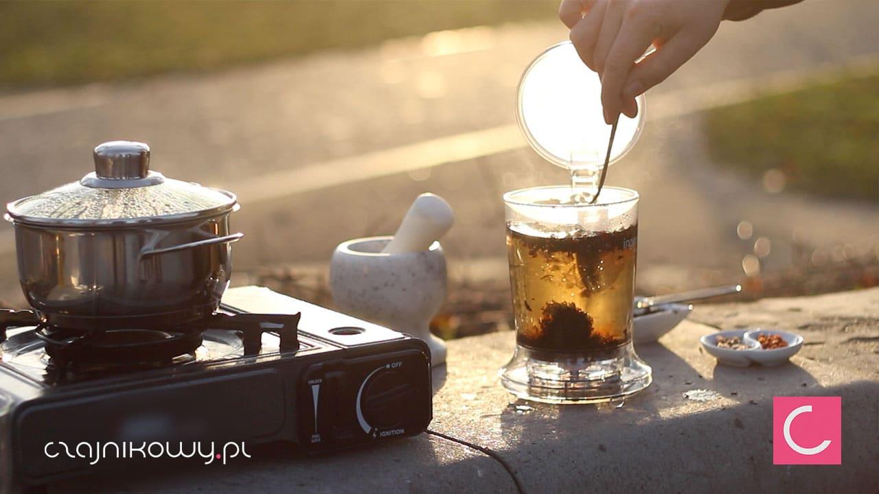 Jak zrobić najlepszy kompot na święta? Przepis na kompot z herbatą - parzenie herbaty