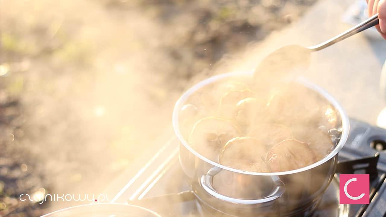 Jak zrobić najlepszy kompot na święta? Przepis na kompot z herbatą - gotowanie