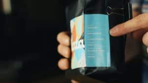 Gdzie kupować dobrą kawę? Jakie informacje powinny znajdować się na etykiecie?