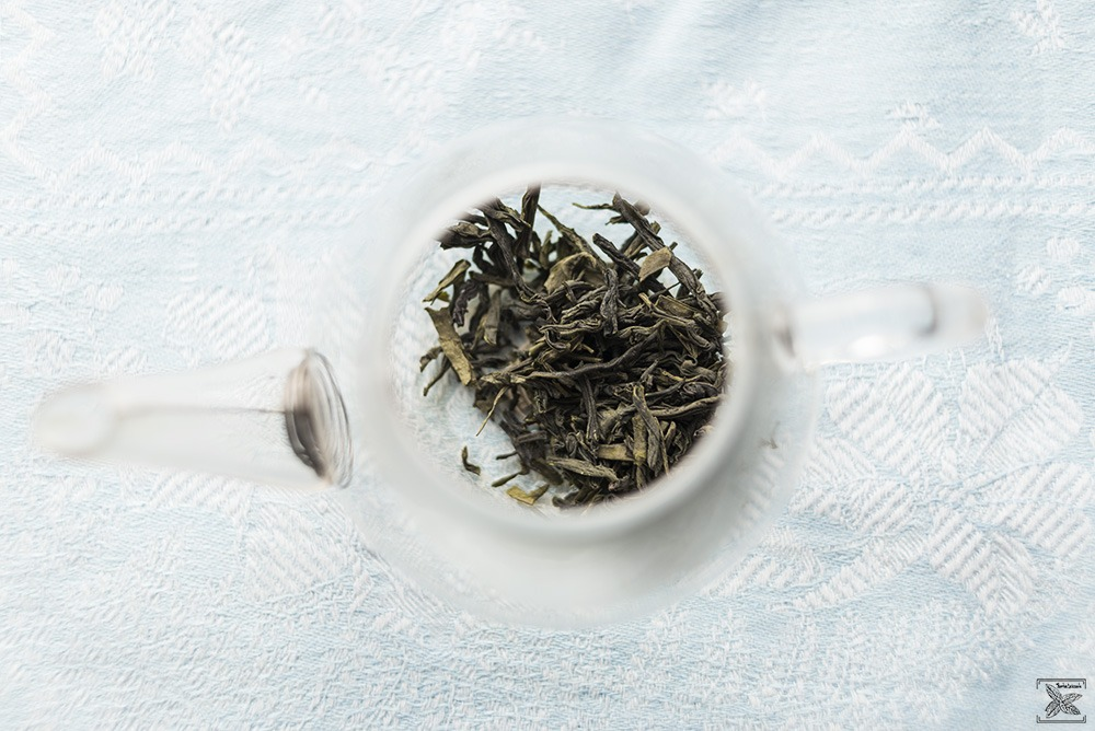 Herbata zielona Lu An Gua Pian: susz w szklanym naczyniu