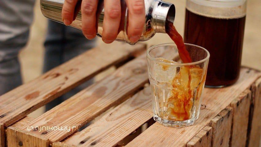 Cold brew coffee - kawa na zimno: działanie, właściwości, przepis