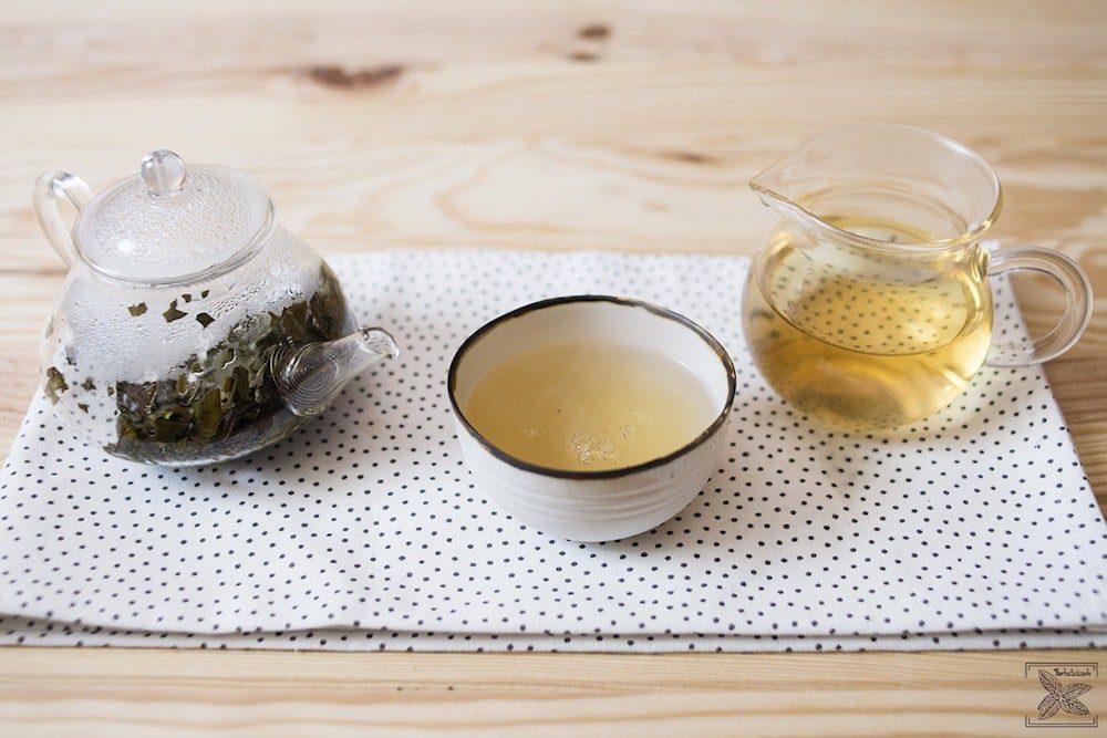 Biała wędzona herbata Pai mu tan Lapsang Fuding: pierwsze parzenie