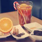 Przepis na świąteczną herbatę z pomarańczą i goździkami