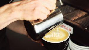 Latte art - wzory krok po kroku: rozeta