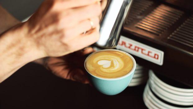 Latte art - wzory krok po kroku: serce