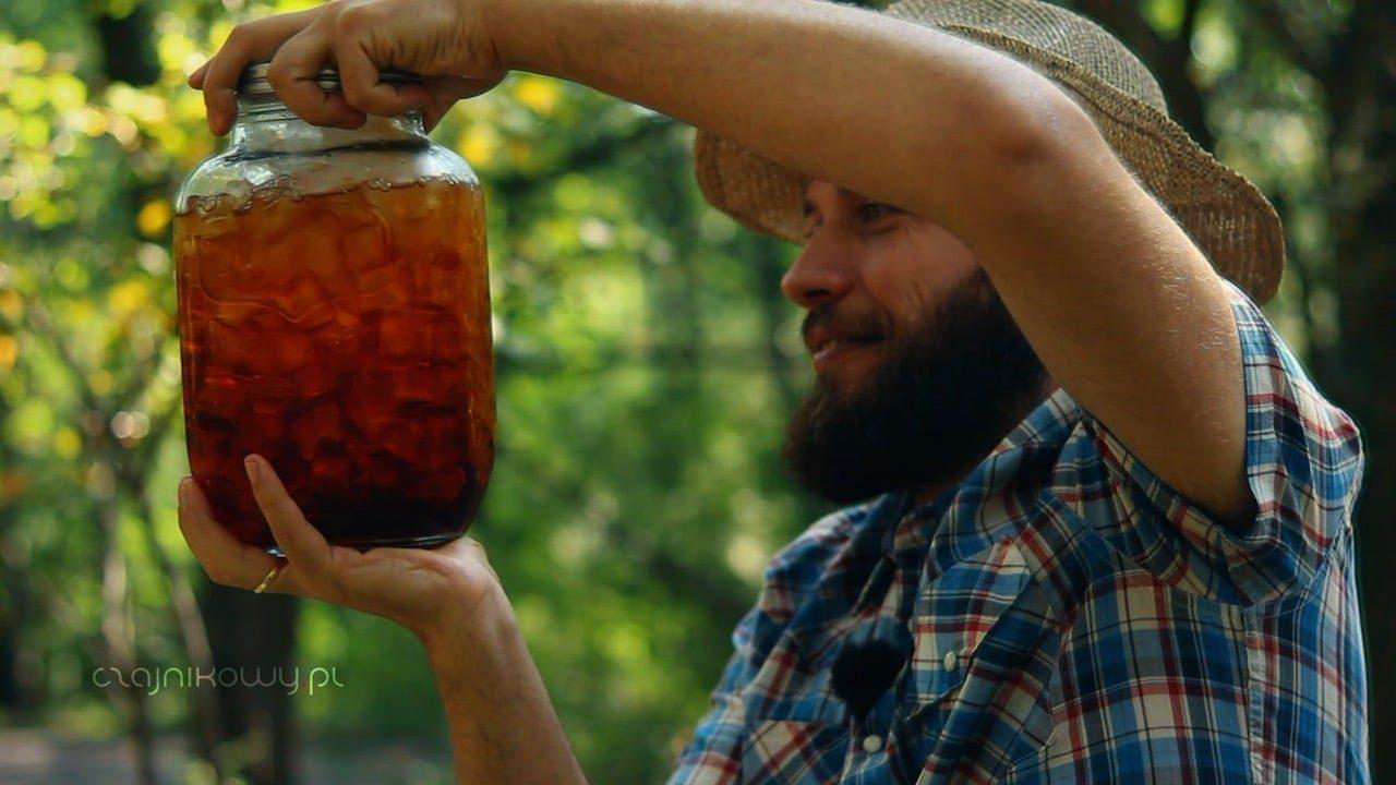 Przepis na oryginalną Sweet Ice Tea z Texasu - herbata prawie gotowa