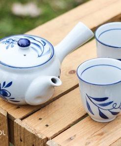 Czajnik do herbaty z dwiema czarkami w kwiaty 350ml