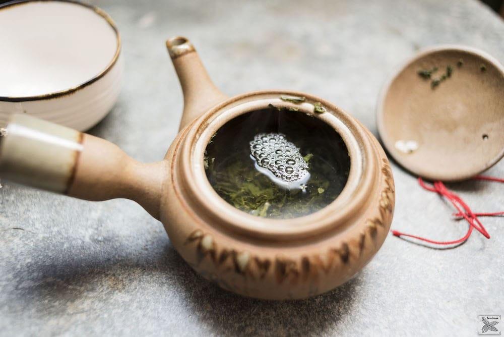 Zielona japońska herbata Bancha: podczas parzenia