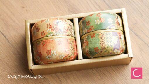 Zestaw japońskich puszek do herbaty Matcha Ruri: puszki w otwartym pudełku