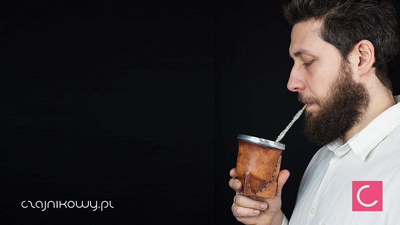 Rafał Przybylok pije yerba mate
