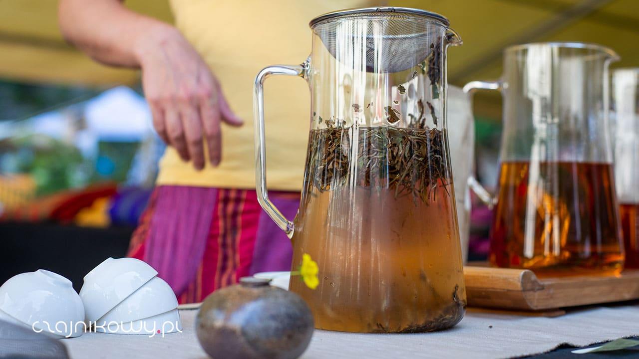 Jak parzyć herbatę liściastą?